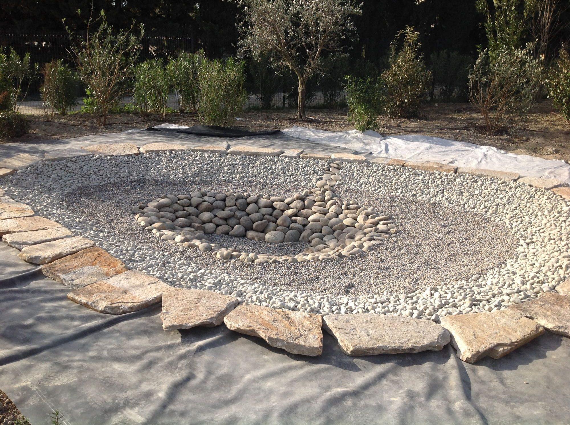 Décoration minérale du bassin